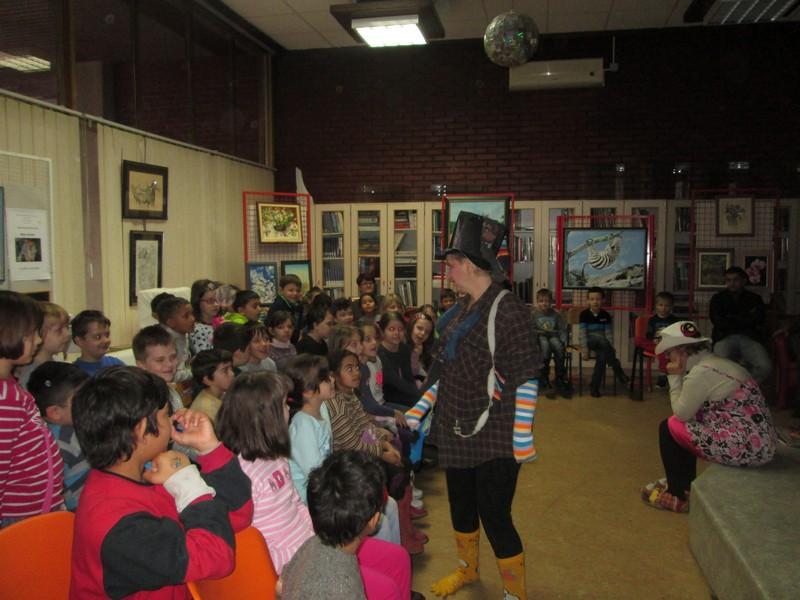 Predstava Čarapojedac gostovala u capraškoj knjižnici