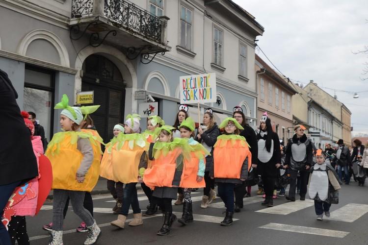 DV Sisak Novi sa 300 mališana sudjelovao u fašničkoj povorci