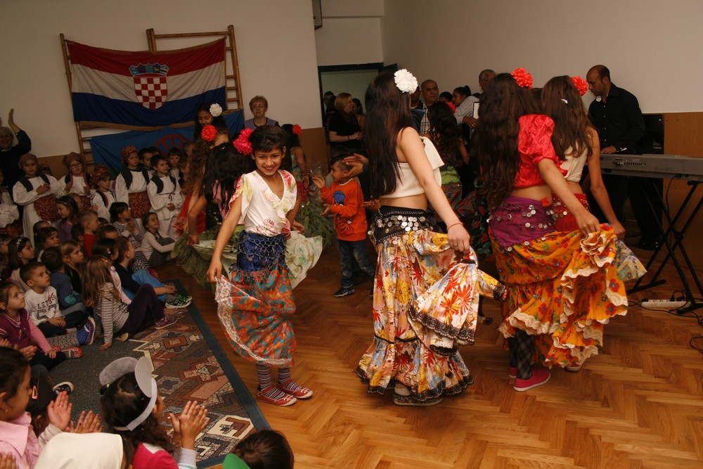 Zmajići s roditeljima proslavili Svjetski dan Roma u vrtiću