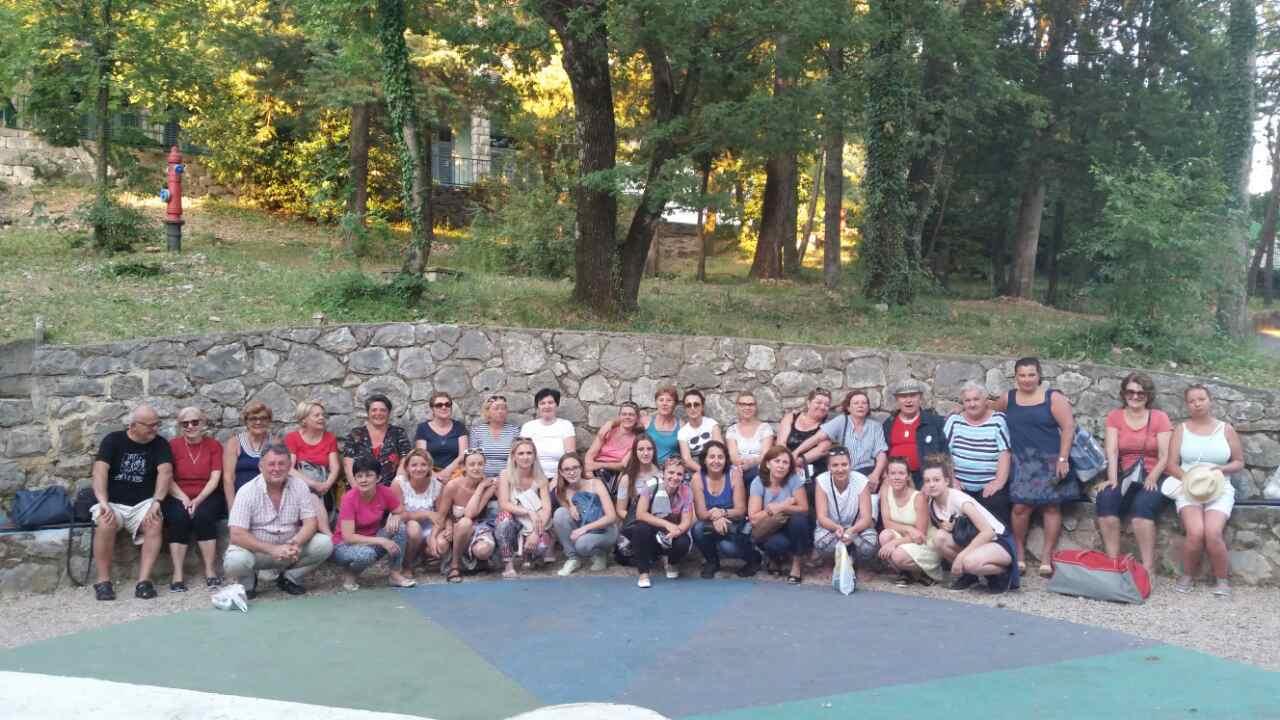 Djelatnici i suradnici DV Sisak Novi na team buildingu