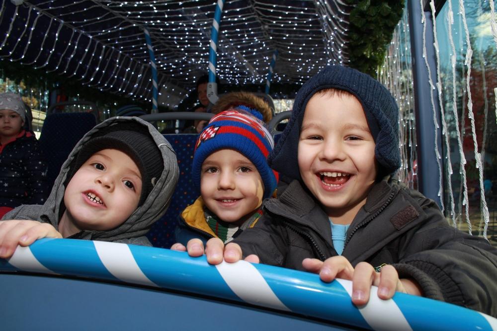 Božićni bus razveselio djecu u vrtiću