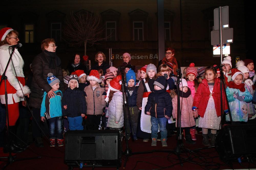 Kosjenka i folkloraši na svečanom dočeku svetog Nikole u centru grada
