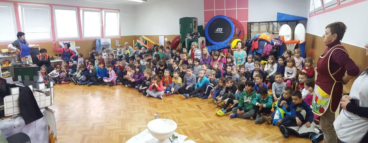 Predstava Zemlja čarolija ekološki poučila djecu