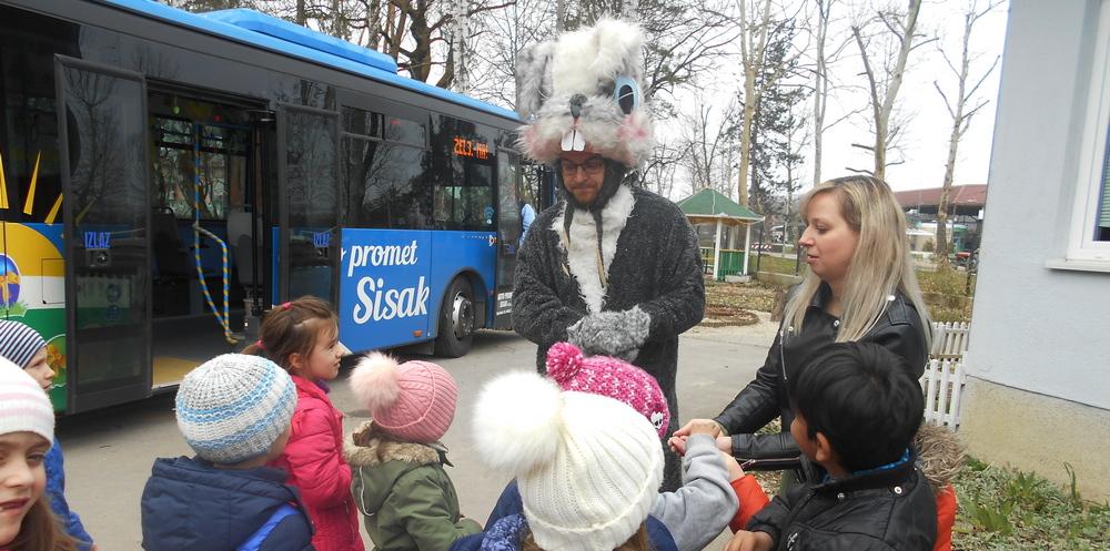 Poseban autobus iznenadio djecu u vrtiću