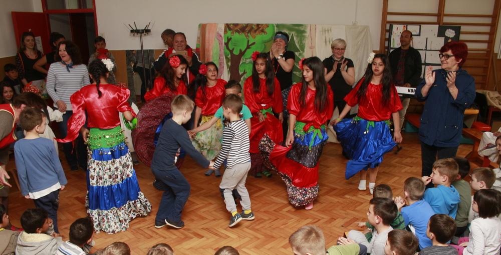 Uz predstavu, pjesmu i ples obilježen Svjetski dan Roma