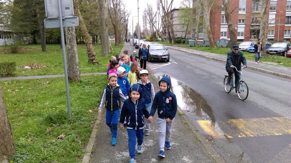 Medvjedići obilježili Dan pješice u školu