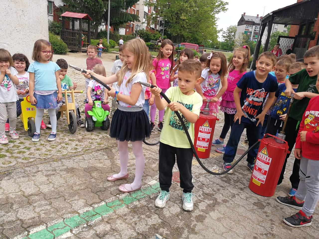 Mali vatrogasci – tradicionalne igre na Suncu