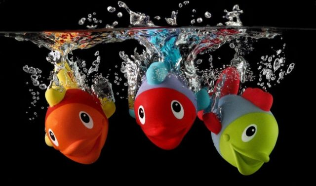 Igre vodom za djecu jasličke dobi
